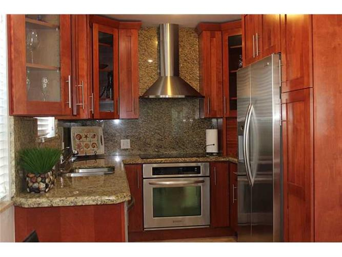 Miami Beach Waterfront Apartment Building For Sale - 6 ...
